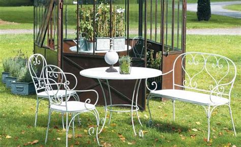 use italian garden furniture to transform your outdoor