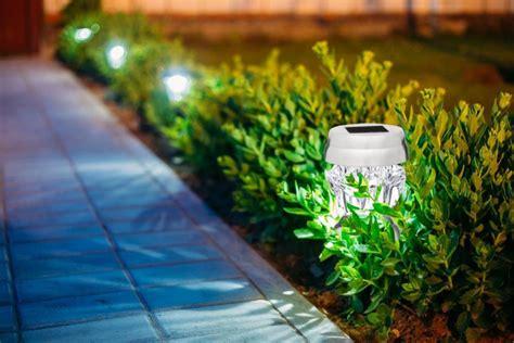 solar powered outdoor lights best outdoor solar powered landscape lights 2017 top 5