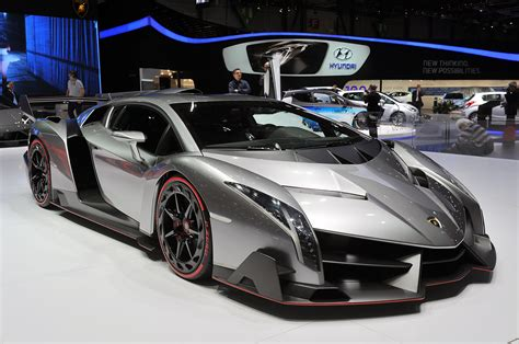 Take a closer look at Lamborghini's outrageous Veneno [w