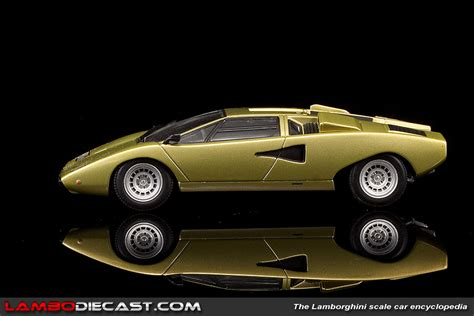 The 1/43 Lamborghini Countach LP400 from Minichamps, a