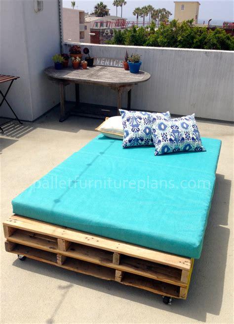 multipurpose rolling diy pallet daybed pallet furniture