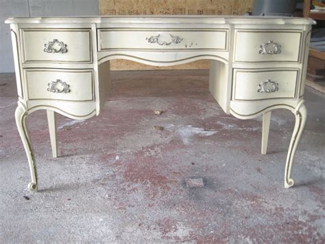 spray painting furniture painting wood furniture at the galleria