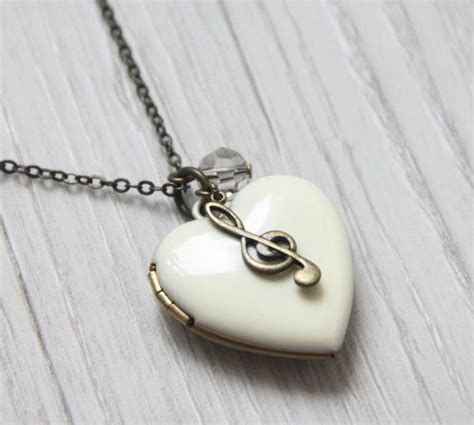 lockets for jewelry 25 best ideas about locket necklace on