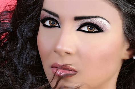 make up step by step guide to apply makeup efficiently