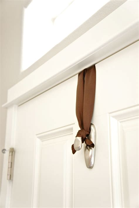 hanging for doorways pretty dubs how to hang a door wreath without nails