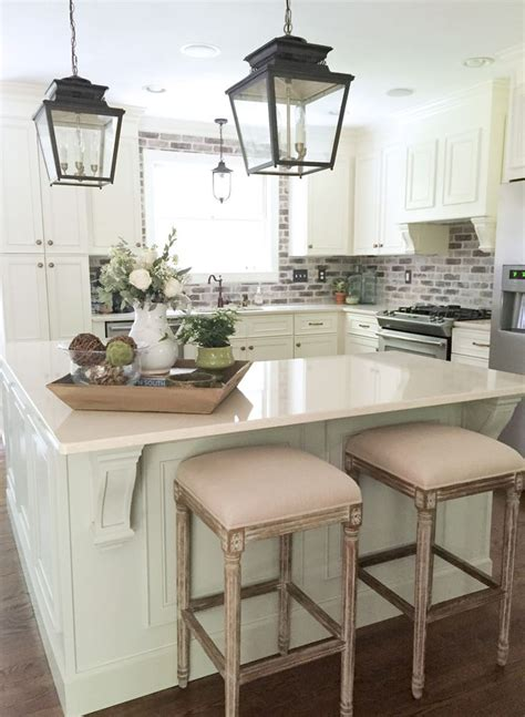 kitchen island decorating ideas 1000 ideas about lantern pendant lighting on