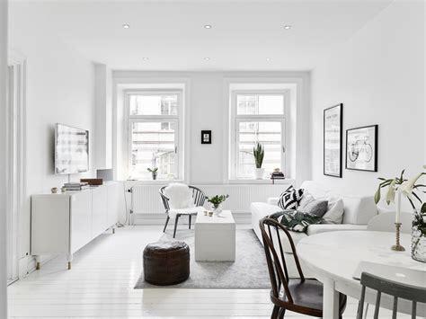 Witte Woonkamer Stoelen by Kleine Witte Woonkamer Met Witte Meubels Inrichting Huis