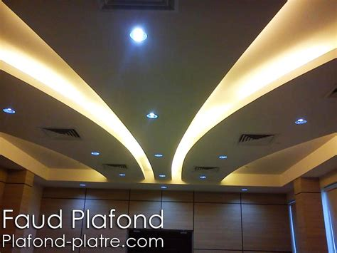 un faux plafond suspendu avec un joli d 233 cor qui fait pomponner vos plafond avec un magnifique