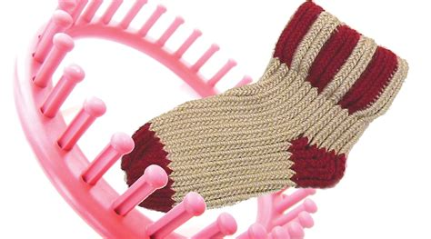 loom knitting socks how to knit a sock on a knitting loom socks doovi