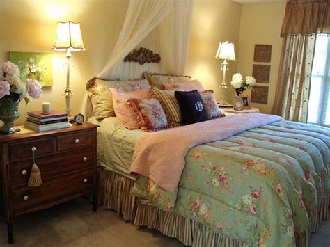 cottage style bedrooms bloombety cottage style master bedroom decorating ideas