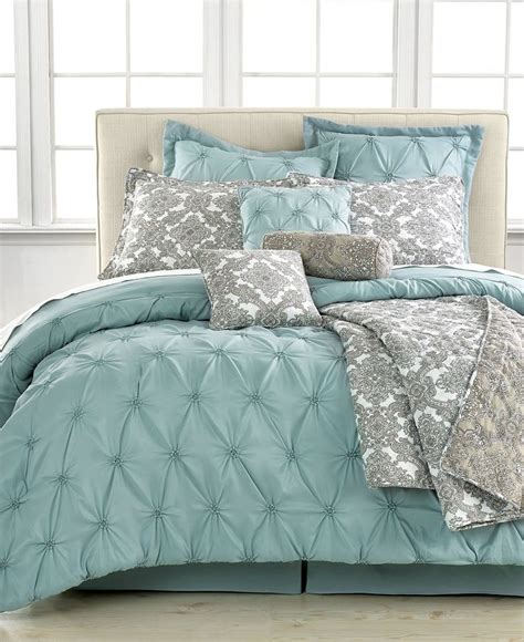 quilt comforter sets king 1000 ideas about king comforter sets on