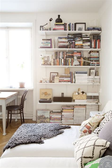 shelves in bedroom best 25 library bedroom ideas on home
