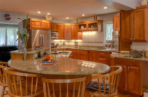 kitchen island cherry wood 1000 ideas about cherry wood kitchens on cherry cabinets kitchen photos and