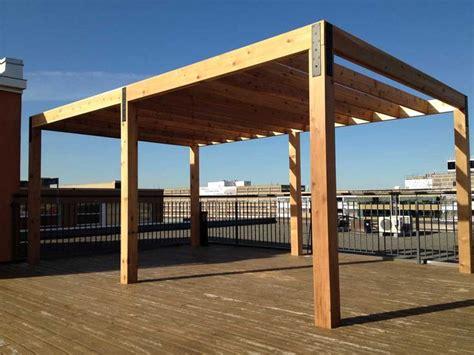 modern pergola designs construction d une pergola en c 232 dre sur patio terrasse de toit