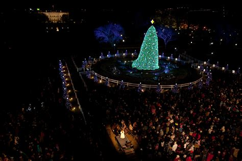 tree lighting white house 5 4 3 2 1 the obama family lights the national