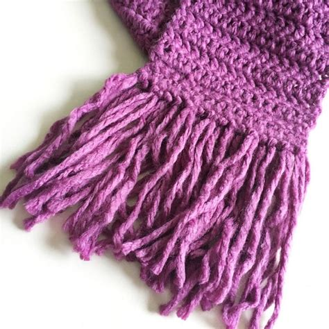 how to finish a knitted scarf 1000 ideas about crochet fringe on crocheting