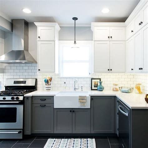 two colour kitchen cabinets 25 best ideas about two tone cabinets on two