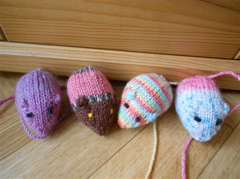 how to knit a mouse cat mouse cat toys knit amigurumi mice by