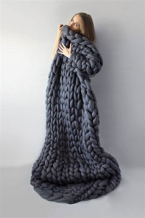 how to knit a large blanket 25 best ideas about chunky knit blankets on