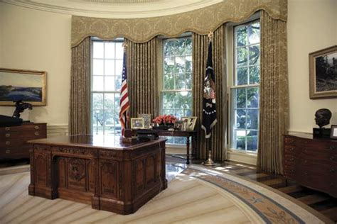 Obama Oval Office Decor white house presidential office and residence