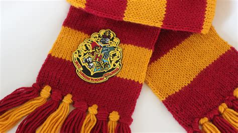 harry potter scarves knitting patterns how to knit a harry potter scarf hogwarts studio knit