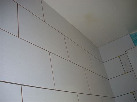 poser du carrelage mural dans la salle de bain