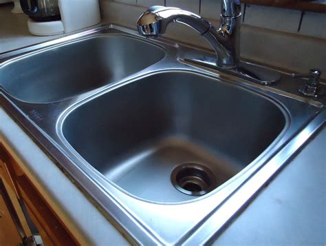 kitchen sink cleaning how to make your kitchen sinks shiny