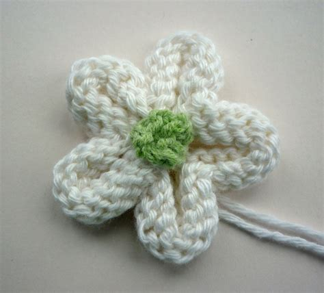flower pattern knitting mack and mabel knitted flower tutorial