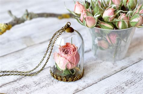 how to make resin jewelry with flowers i make resin jewelry with real flowers to brighten up your