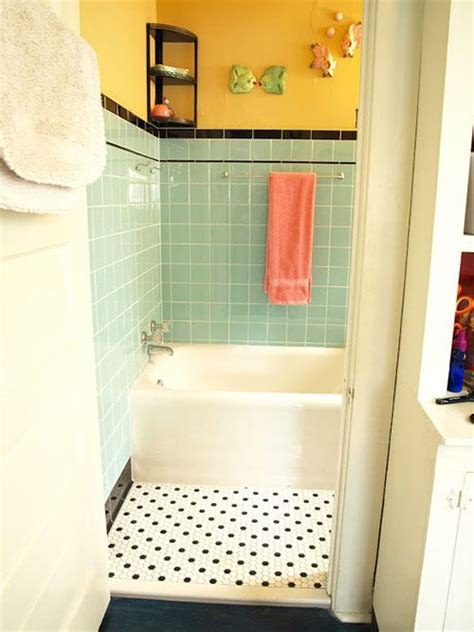 Subway Tile Designs For Bathrooms 25 best ideas about retro bathrooms on pinterest green