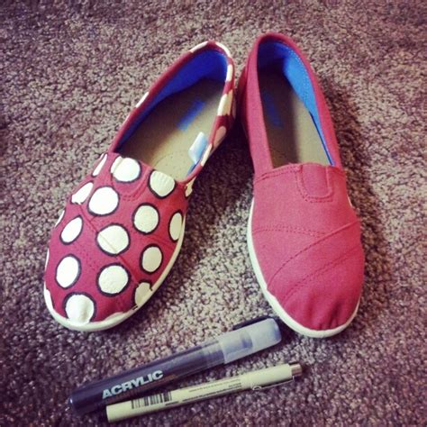 acrylic paint on canvas shoe diy minnie mouse shoes supplies needed canvas shoes