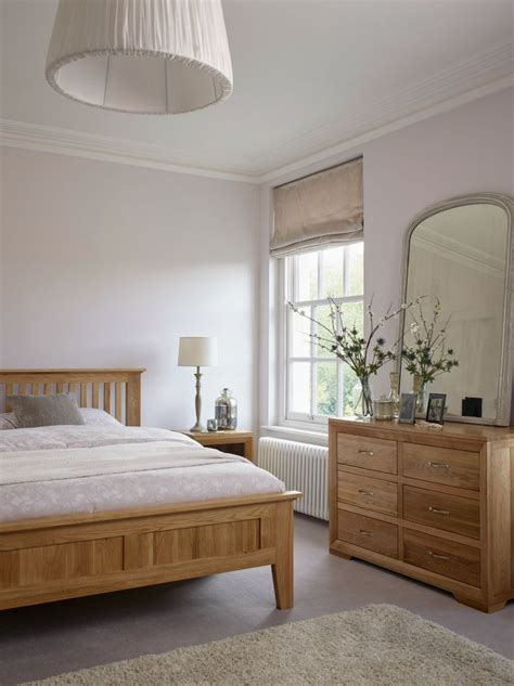 colors to paint bedroom furniture 25 best ideas about oak bedroom on oak