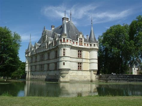 loire chateaux challenge cycling holidays in cycling holidays