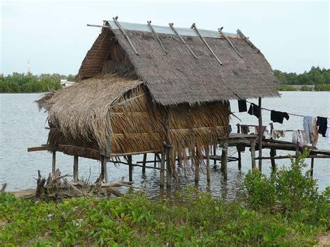 maison typique au bord de la riviere photo de cambodge phiphi autour du monde