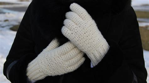 how to knit gloves with fingers for beginners how to crochet s gloves tutorial for