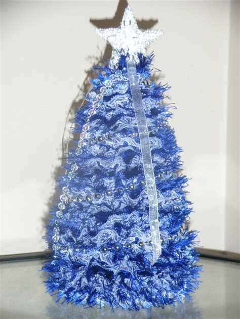 how to knit eyelet lace knitted tree with blue eyelet lace tree