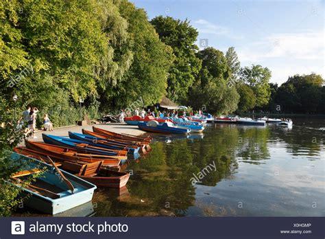 Englischer Garten München Bootsverleih by Kleinhesseloher Lake Stockfotos Kleinhesseloher Lake