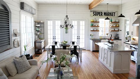 chip and joanna gaines house boat chip and joanna gaines fixer home tour in waco