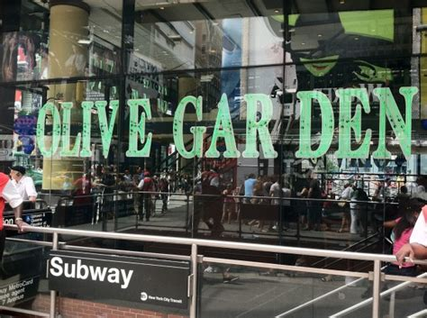 the olive garden new york restaurants located in times square for new year s