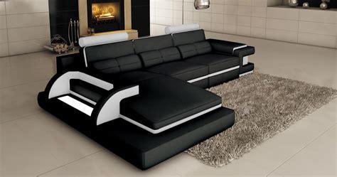 deco in canape d angle cuir noir et blanc design avec lumiere ibiza angle gauche ibiza