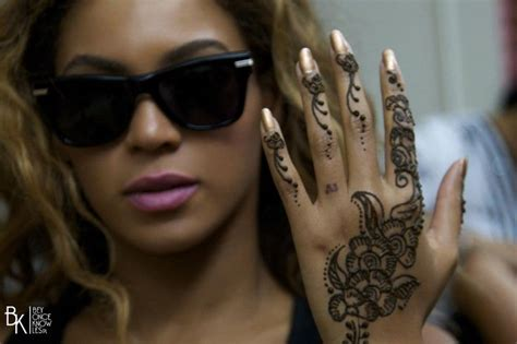 bey with henna tatto beyonc 233 the queen pinterest