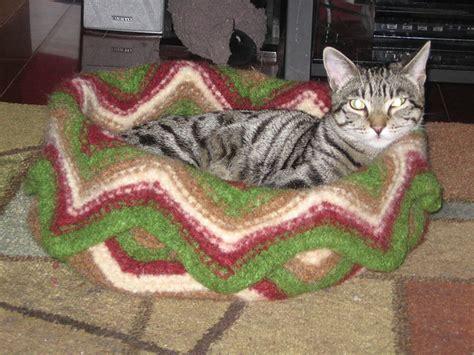 knit cat bed pattern serenity knits november 2012