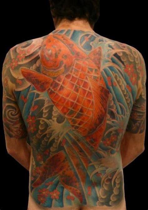 tatuaggio schiena giapponese carpa e acqua 2004 koi