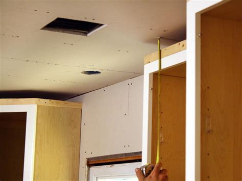 crown molding on kitchen cabinets how to install kitchen cabinet crown molding how tos diy