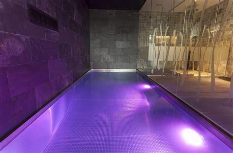 piscina dentro de la habitacion 7 habitaciones de hotel con piscina privada