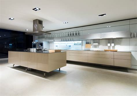 grande cuisine blanche design photo 6 20 tr 232 s cuisine 233 quip 233 e tout ce qu il faut