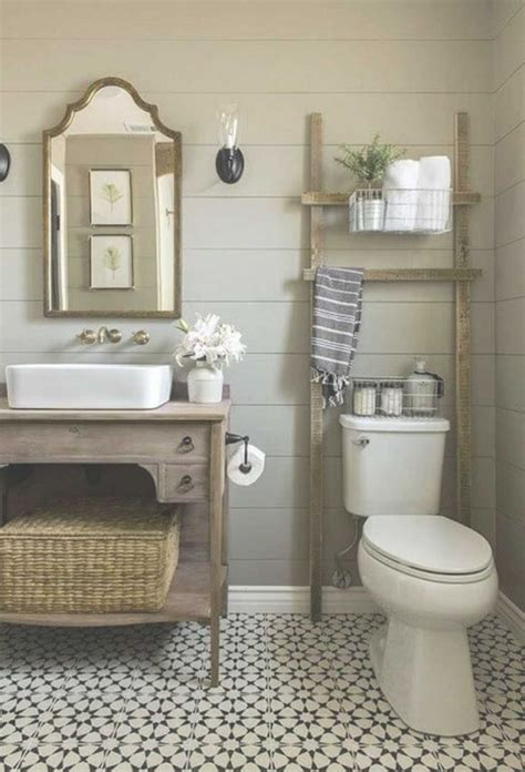 Bathroom Makeover Ideas On A Budget by Best 25 Small Bathroom Makeovers Ideas On