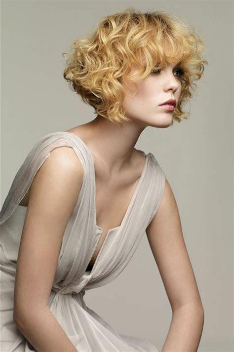 pelo rizado corto con flequillo 1001 ideas de pelo corto rizado cortes y cuidado