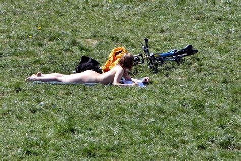 Englischer Garten München Nackerte by Auch An Zwei Stellen Im Englischen Garten Darf Nackt