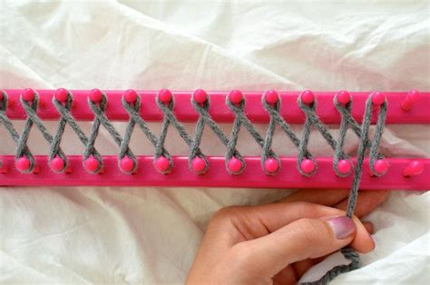 how to use a knitting loom the most amazing tutorial how to use a knitting loom to